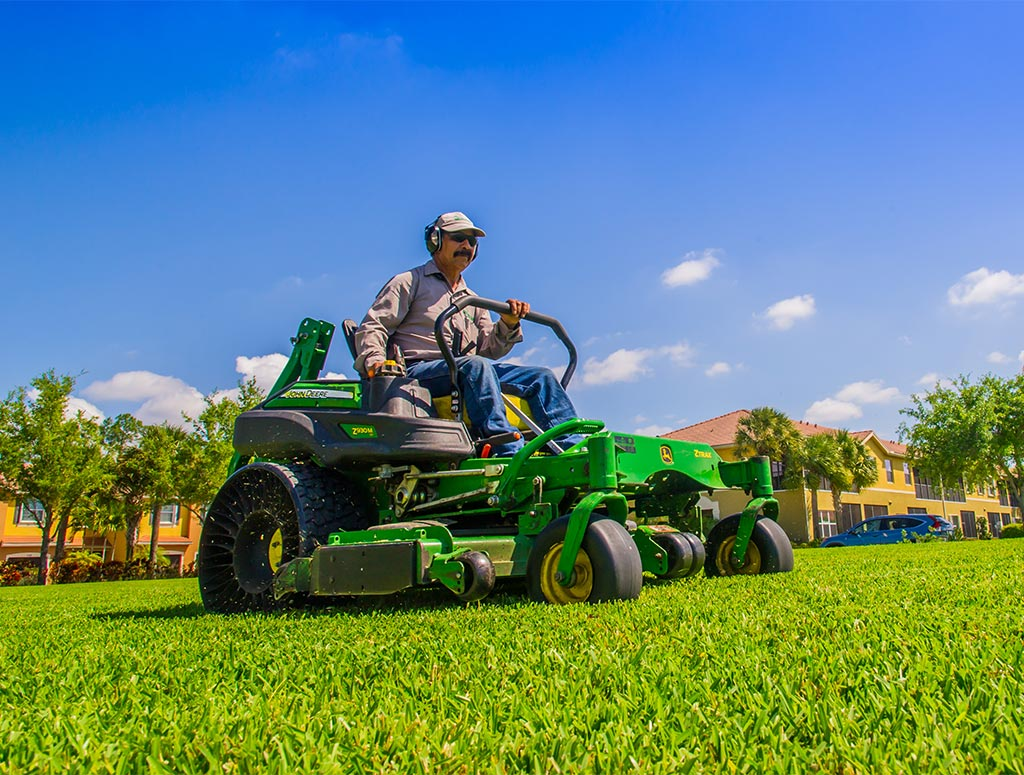 Lawn Turf Mowing Services | Greenscapes of Southwest Florida, Inc.